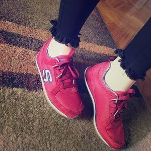 Brand new Skechers sneakers. Cute and comfy!